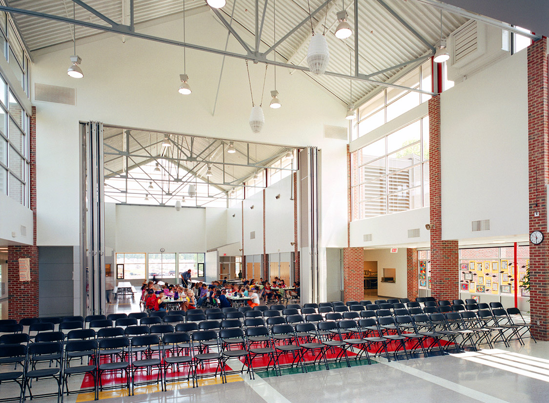 Significant building components included sloped roofs, traditional red brick, and aluminum window systems for copious daylight. State-of-the-art lighting and mechanical systems created a comfortable climate.